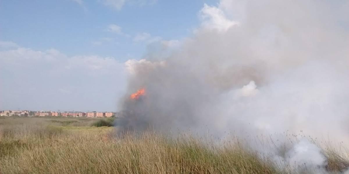 Videos: Incendio forestal consume el humedal Tibanica