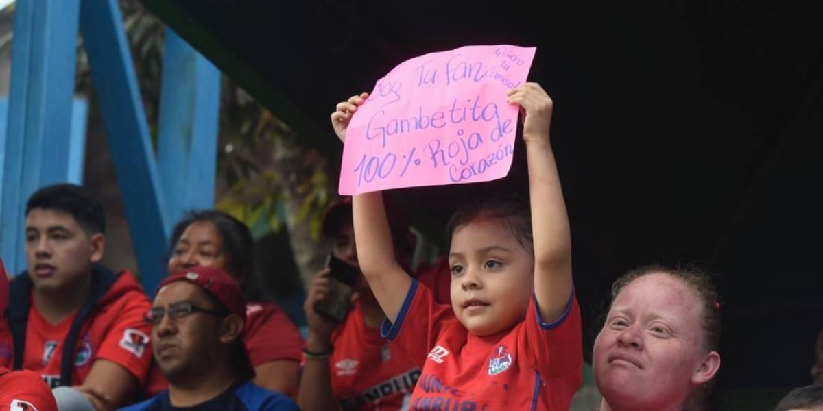 VIDEO. Alejandro Díaz cumple su promesa con aficionada de Municipal