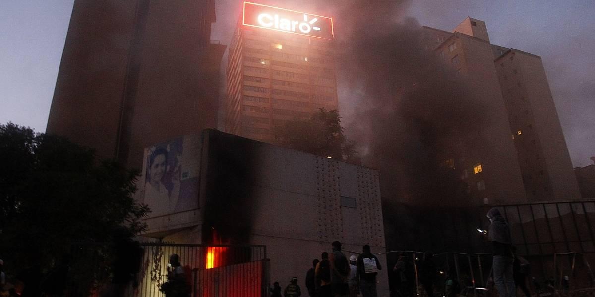 """Incendio que afectó a Museo Violeta Parra dejó """"daños totales"""" en auditorio"""