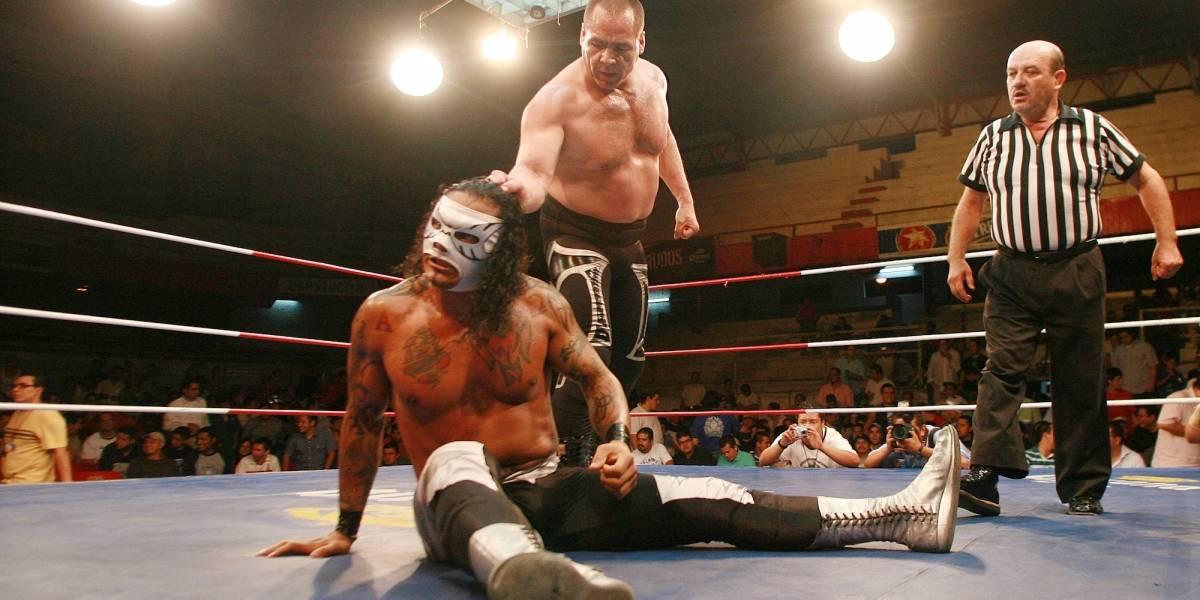 Máscara Año 2000 Jr. cambia la lucha libre por la cantada