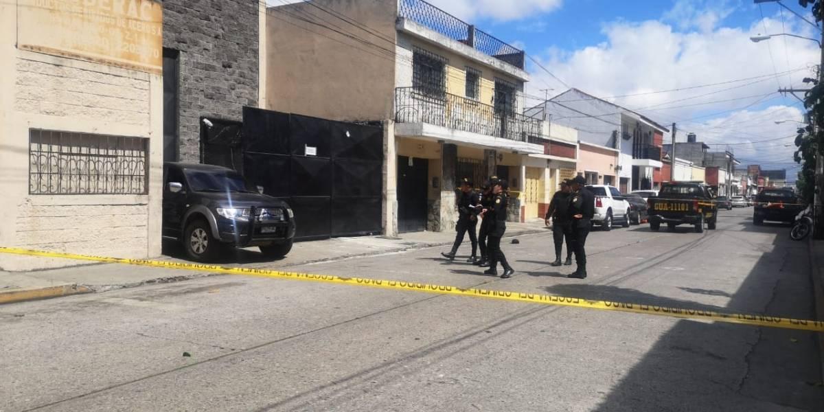 Atacan a tiros a investigadores cerca de sede de la PNC en la zona 1