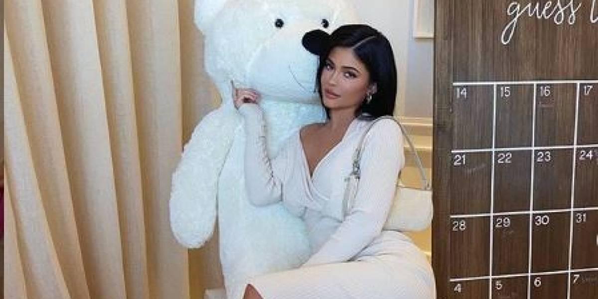 Kylie Jenner sube foto de su sesión en Playboy a Instagram con trasparente vestido