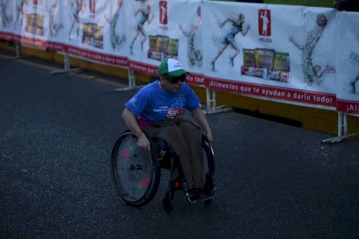 Foto Edwin Bercián | Un competidor en silla de ruedas fue parte de la carrera Unidos de Corazón