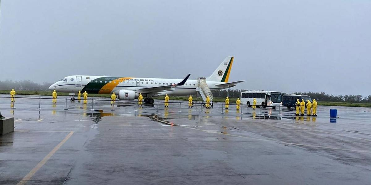 Decreto de Bolsonaro endurece regras para uso de voos da FAB por autoridades