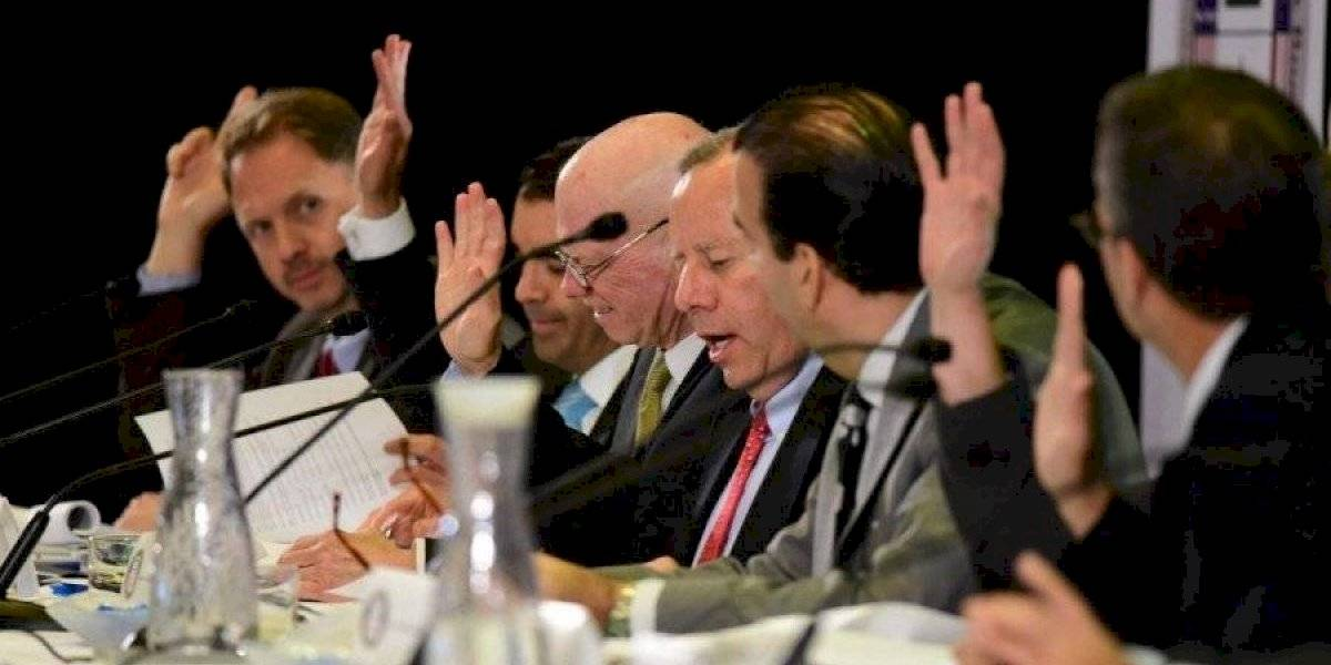 Miembro de la Junta votó en contra al acuerdo con bonistas