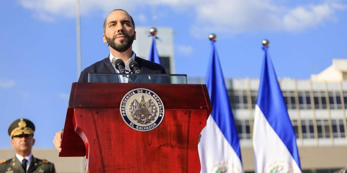 Analistas consideran grotesco lo que hizo Bukele en el Congreso de El Salvador