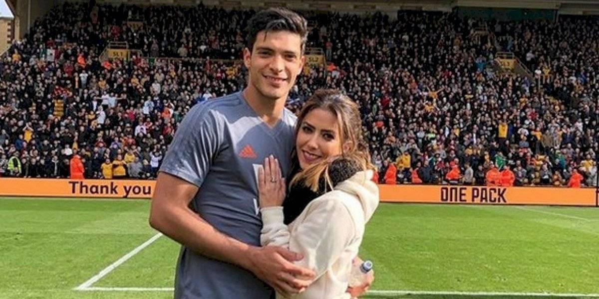 Raúl Jiménez anuncia que será papá por primera vez