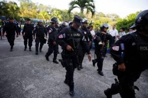 Captura de pantallaCrisis en El Salvador: Militarizan el Congreso y presidente anuncia ultimátum