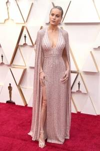 El dedo del pie de Brie Larson en los Oscar 2020 le jugó una mala pasada