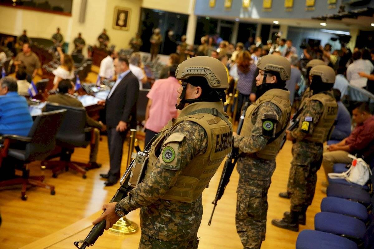 Crisis en El Salvador: Militarizan el Congreso y presidente anuncia ultimátum EFE
