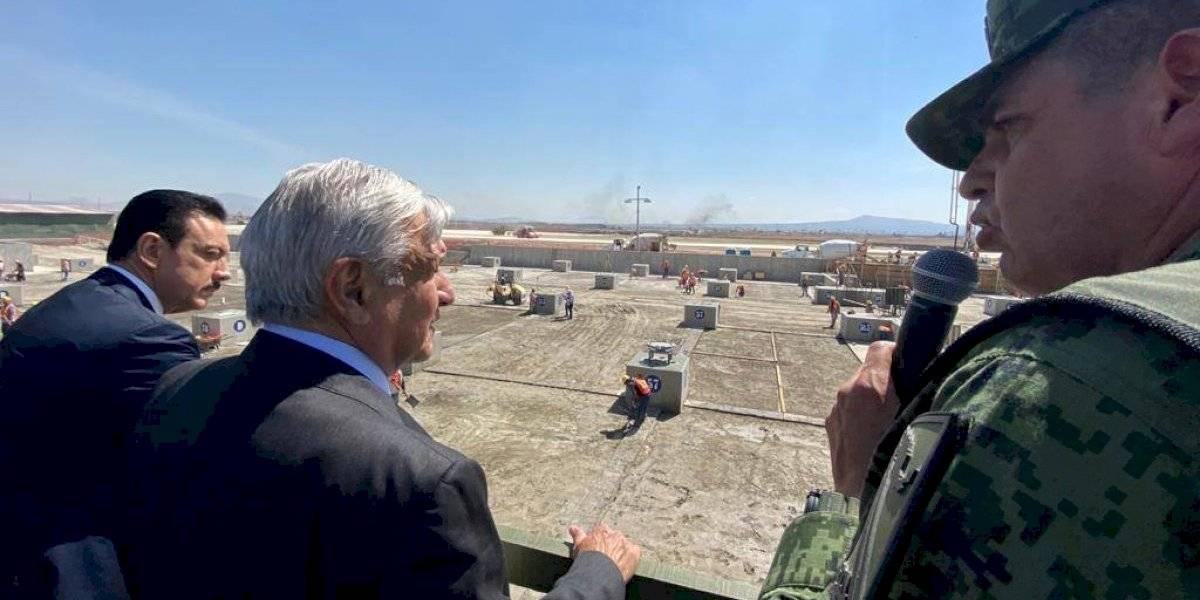 'Hay tierra firme', supervisa AMLO avances en aeropuerto de Santa Lucía