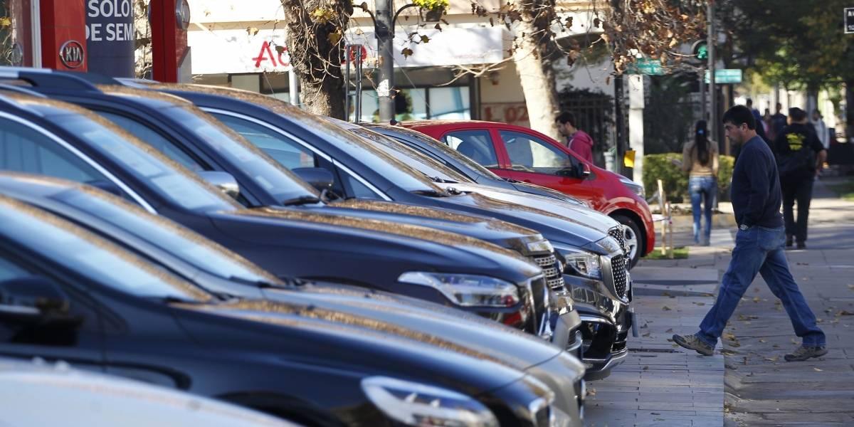 """Al estilo """"rápido y furioso"""": roban 150 millones en vehículos de un """"rent a car"""" en Santiago"""