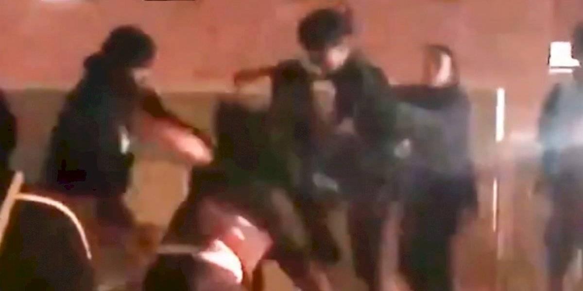 VIDEO: Golpean brutalmente a entrenador de basquetbol colegial en Estados Unidos