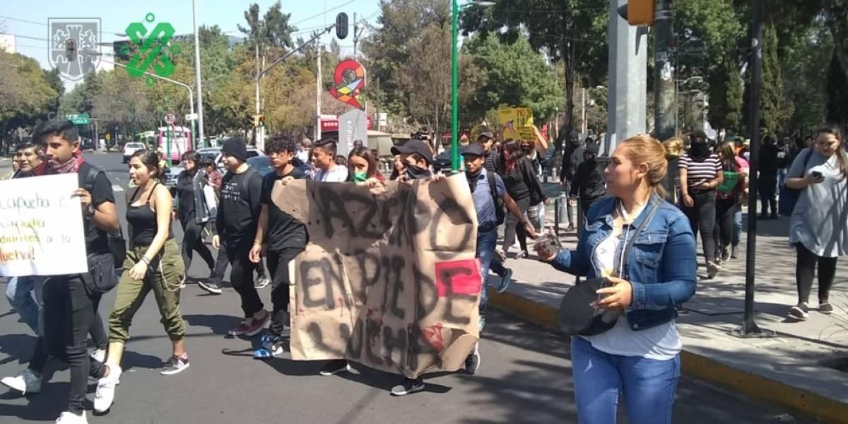 Manifestantes marchan en Rectoría de la UNAM