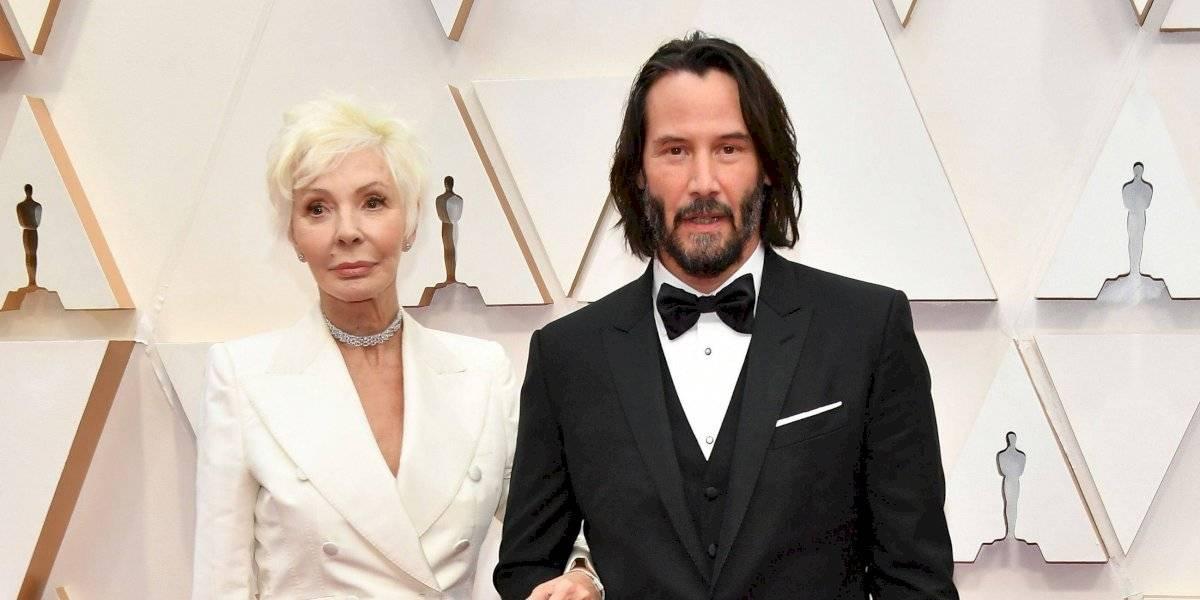 Keanu Reeves asiste a los Premios Óscar con su mamá