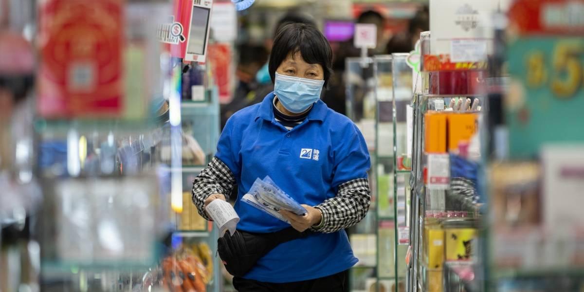 Dos personas huyeron de una cuarentena forzosa en Hong Kong en contra del coronavirus