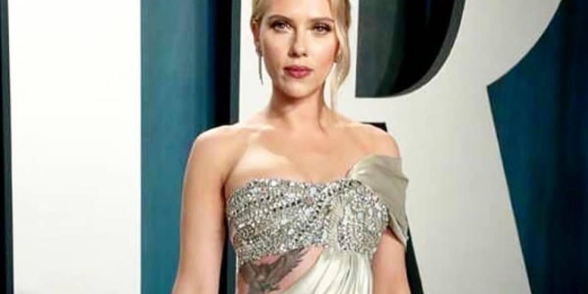 Scarlett Johansson dejó al descubierto sus tatuajes en los dos imponentes vestidos que lució en los Oscar 2020