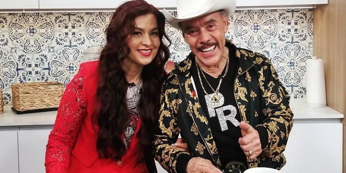 """Califican de """"viejo verde y ridículo"""" al padre de Lupillo y Jenni Rivera tras presentar a su joven esposa"""