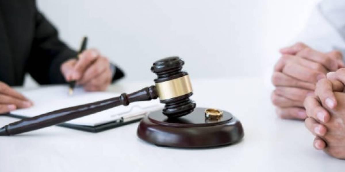 Juez prohíbe deportar a inmigrantes que buscan ser legales a través del matrimonio