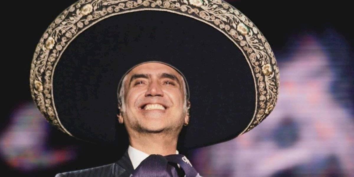 Alejandro Fernández se abre a sus seguidores