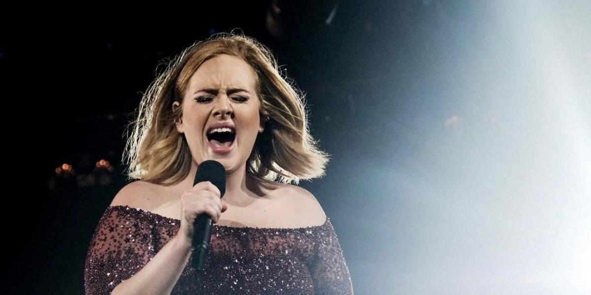 Adele aparece irreconhecível em foto secreta de festa da Beyoncé