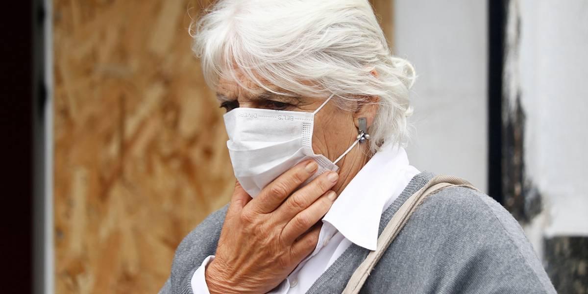 """Y ni siquiera ha llegado a Chile: farmacias registran """"quiebre de stock"""" en mascarillas quirúrgicas por culpa del coronavirus"""