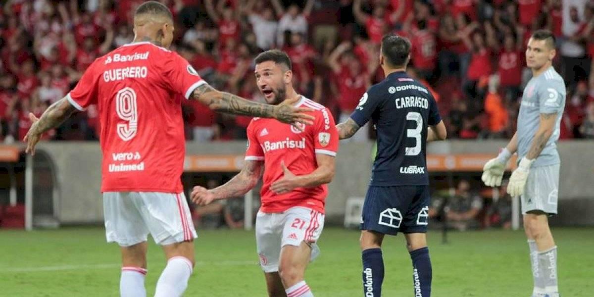 """La U pecó de falta de """"experiencia"""" y quedó eliminada de la Copa Libertadores ante el Inter con un grosero error de Carrasco"""