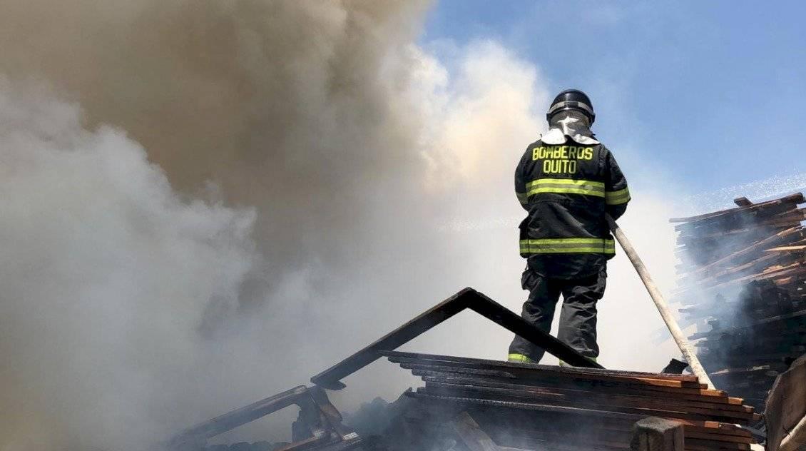 Incendio en San Antonio de Pichincha/CBQ