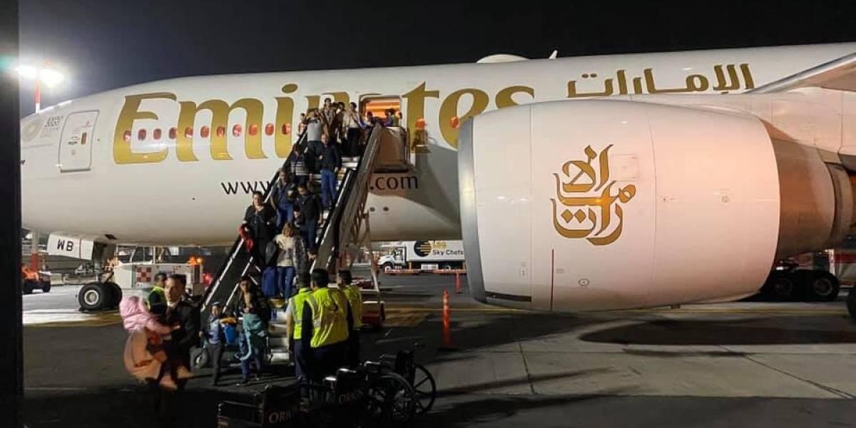 Un vuelo de Emirates regresa a la CDMX, horas después de donde despegó