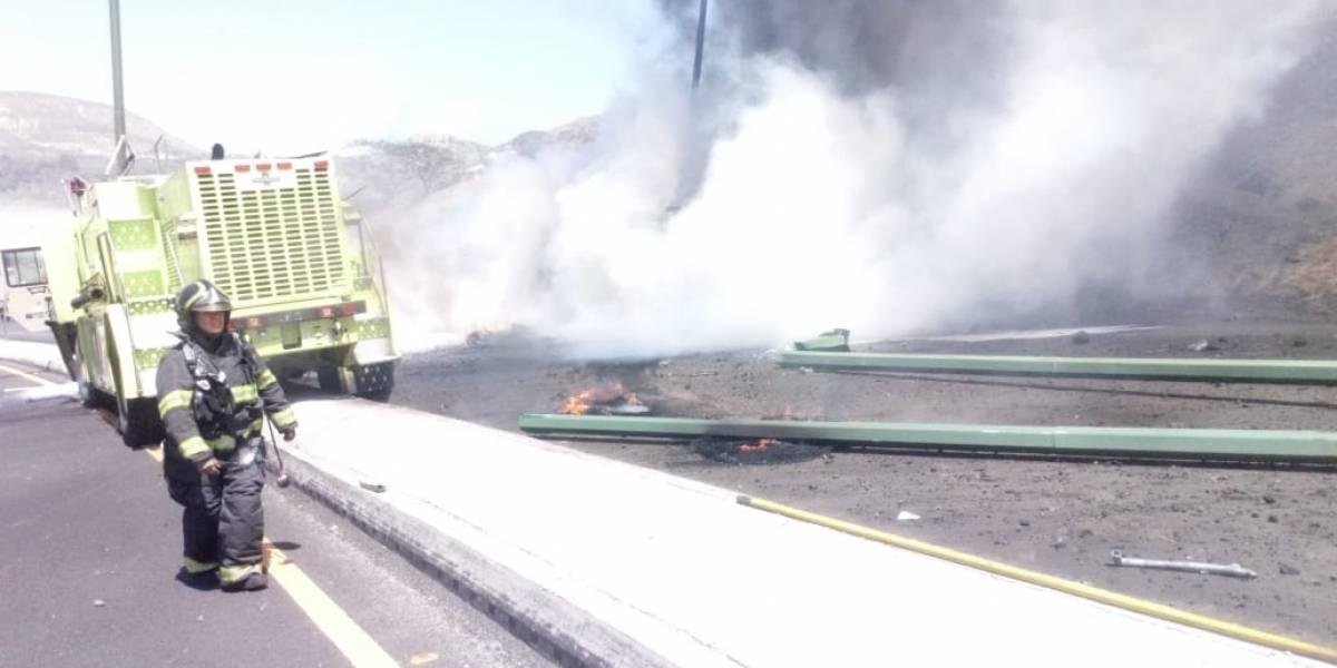 Quito: Momento en que camión lanza espuma choca con el vehículo de Bomberos