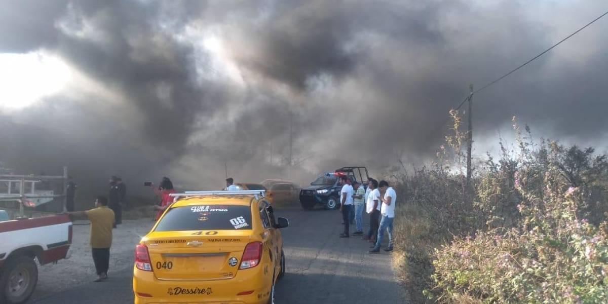 Un muerto, saldo del incendio de una bodega de plásticos en Salina Cruz, Oaxaca