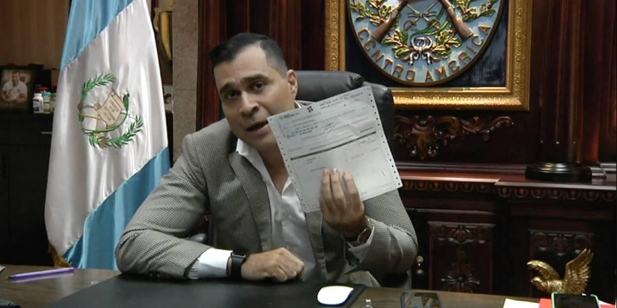"VIDEO. Neto Bran recibe cheque por pelea de box ante ""Tres Kiebres"""