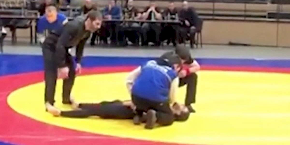 Luchador falla una llave y se rompe el cuello en plena competencia