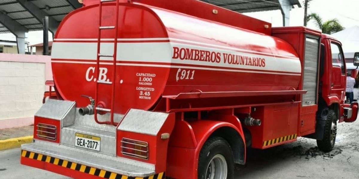 Alcaldía de Samborondón entregó camión abastecedor y camioneta a los bomberos