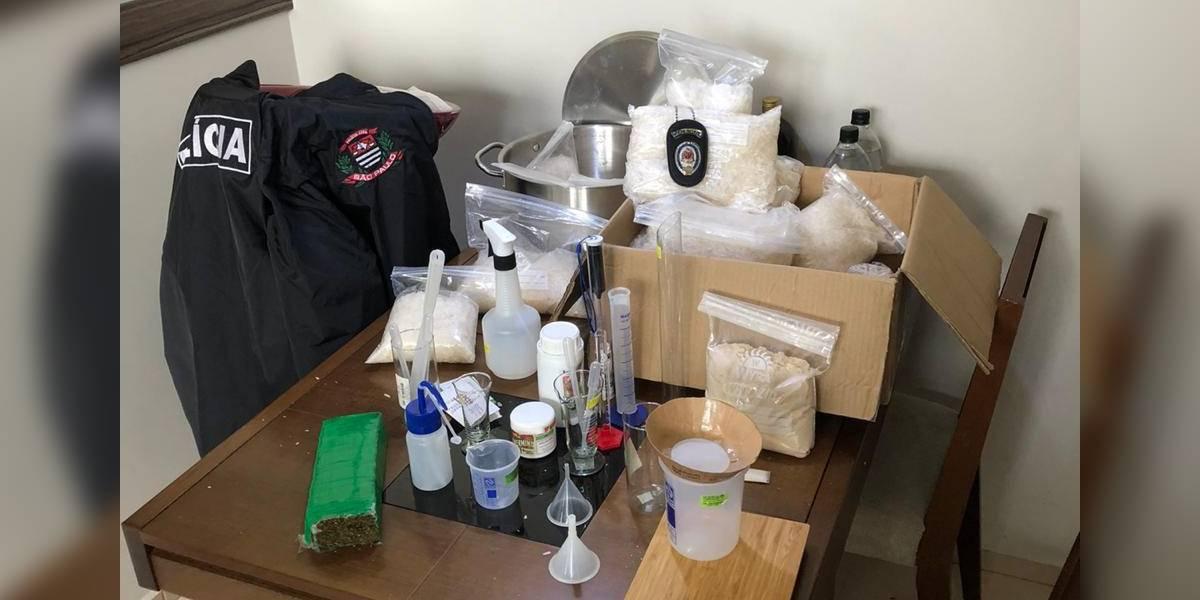 Polícia Civil apreende R$ 2 mi em drogas na Grande SP; quatro são presos
