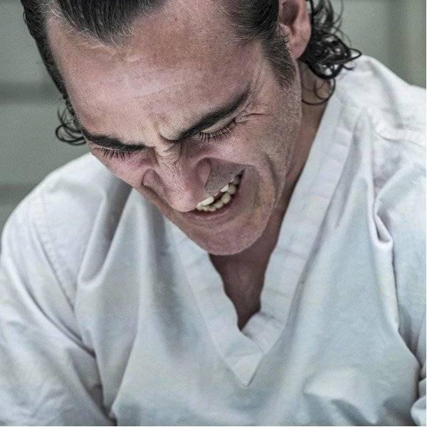 Joaquin Phoenix riendo durante su papel en el Joker