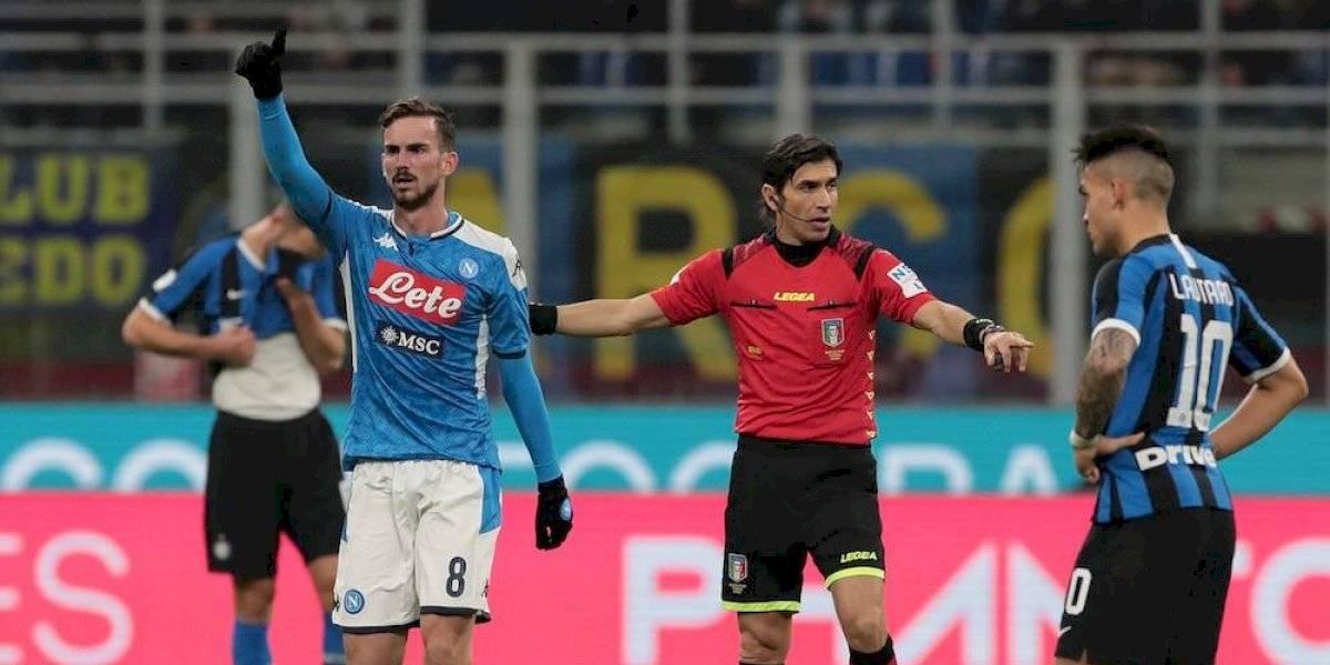 Napoli le gana el primer round al Inter sin el Chucky Lozano