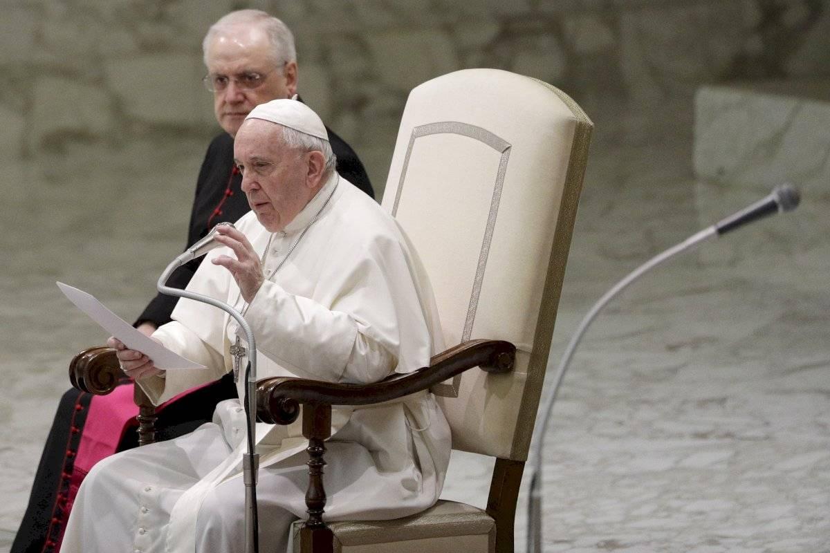 Controversia en la Iglesia Católica sobre eliminar el celibato.