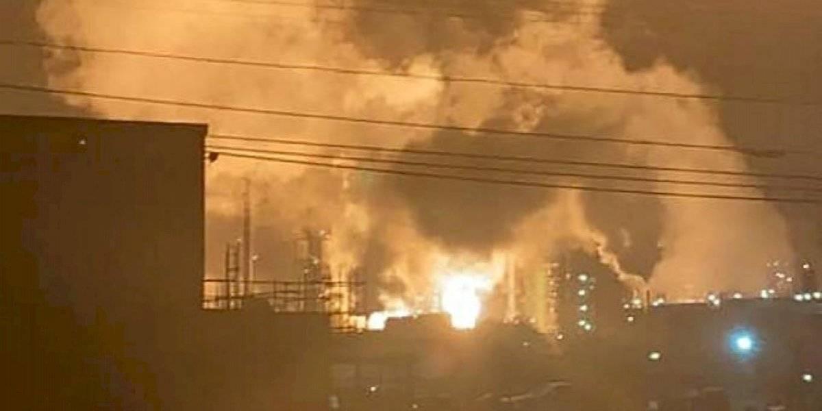 VIDEOS. Explosión desata gran incendio en refinería de Luisiana