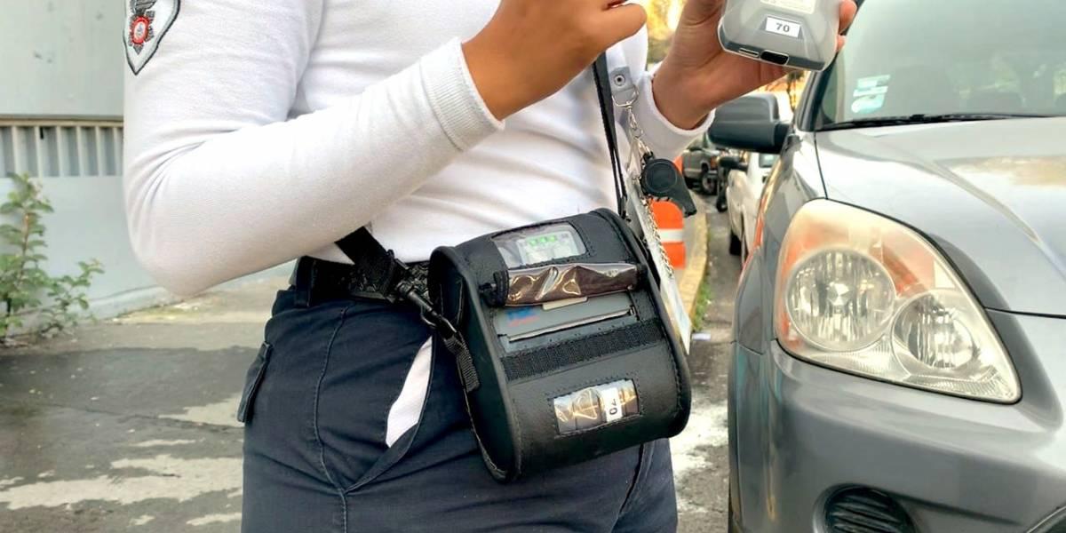 Usan tecnología en Guadalajara para multar a mal estacionados