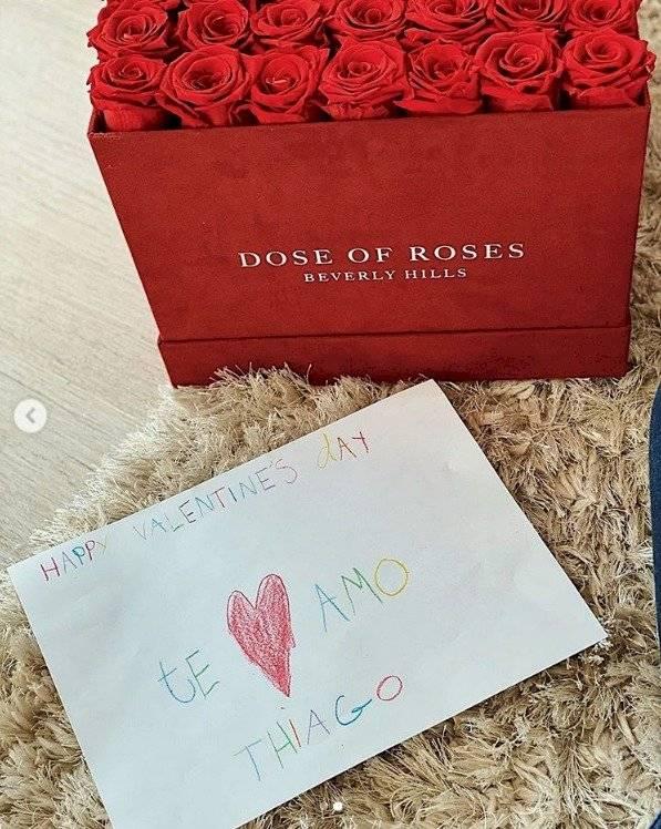 Antonela Roccuzzo recibe regalo de San Valentin