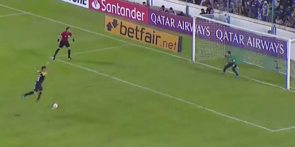 ¿El peor cobro de la historia? Penal de Rolando Blackburn en Copa Libertadores generó burlas