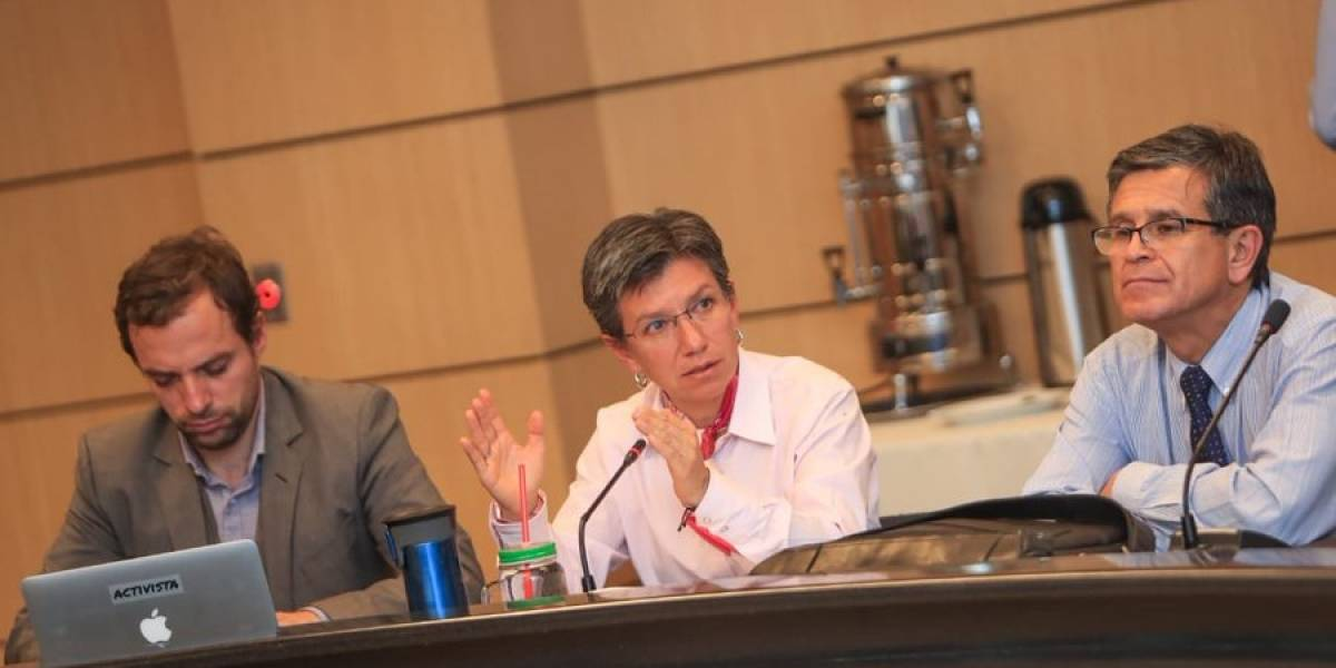 Denuncian contratos millonarios de asesor de comunicaciones de Claudia López