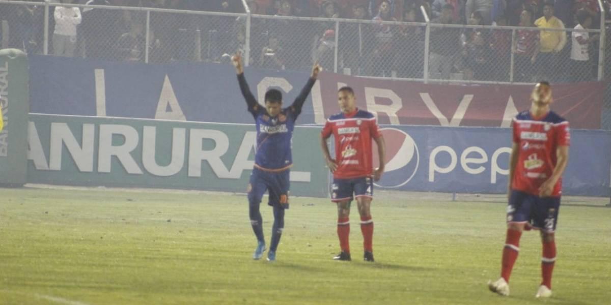 """Municipal derrota a Xelajú MC con doblete de """"Gambetita"""" Díaz"""