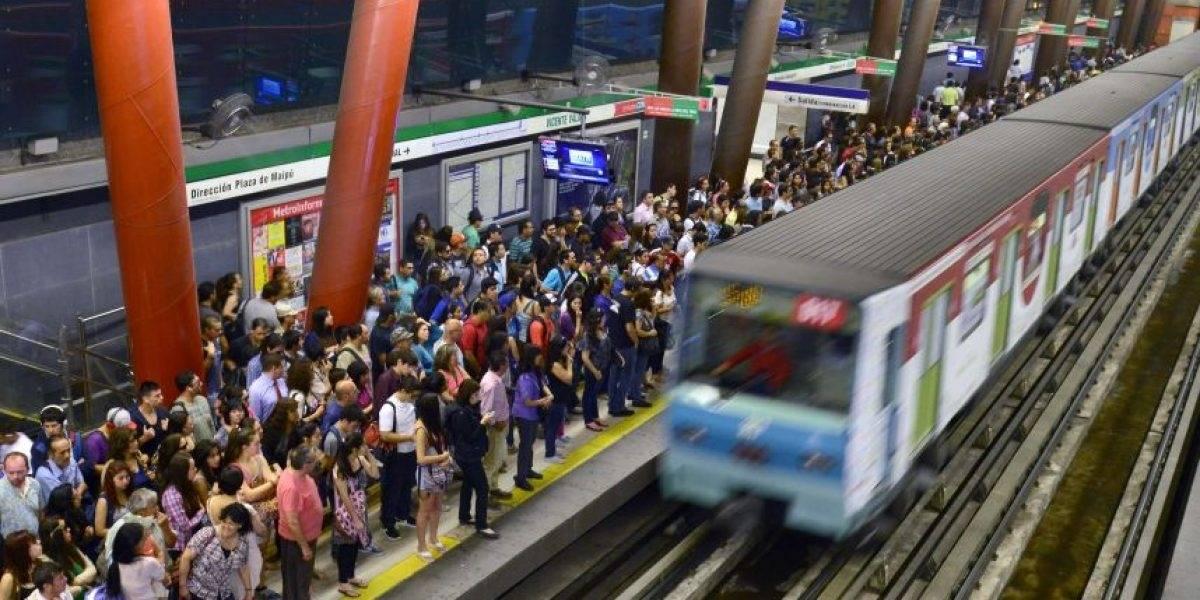 Metro de Santiago no tiene como prioridad instalar baños públicos en sus estaciones