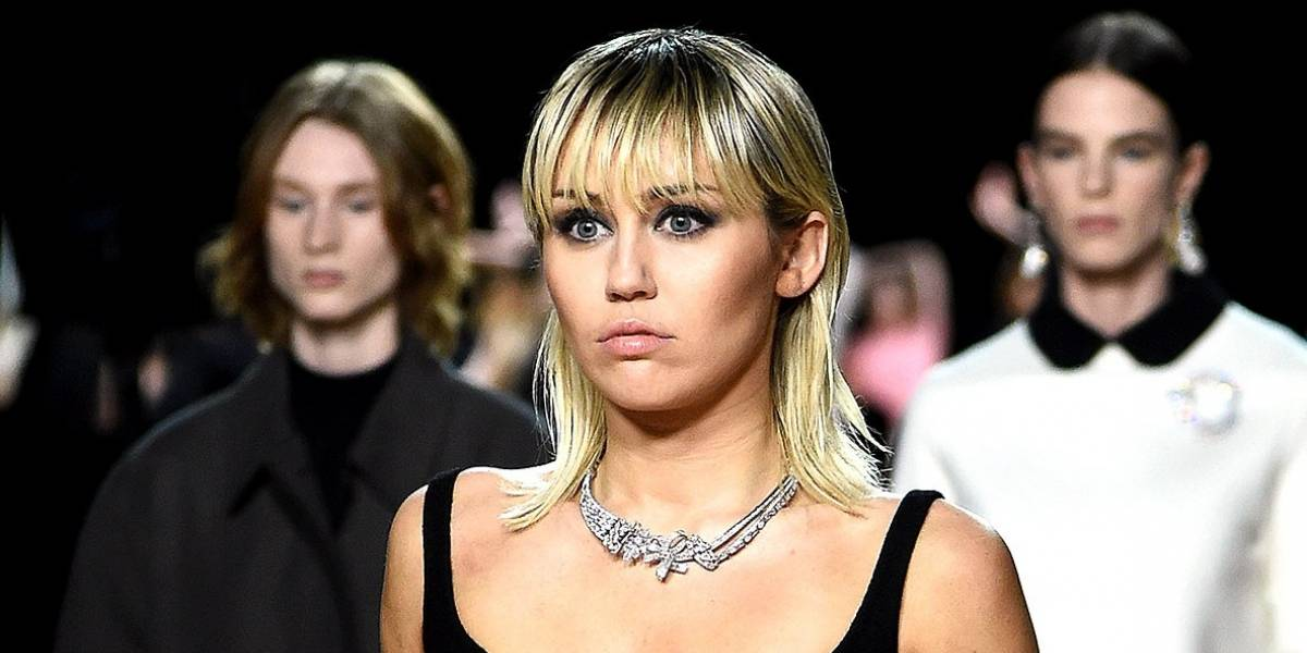 Miley Cyrus sufre falla de vestuario y muestra un pezón por accidente