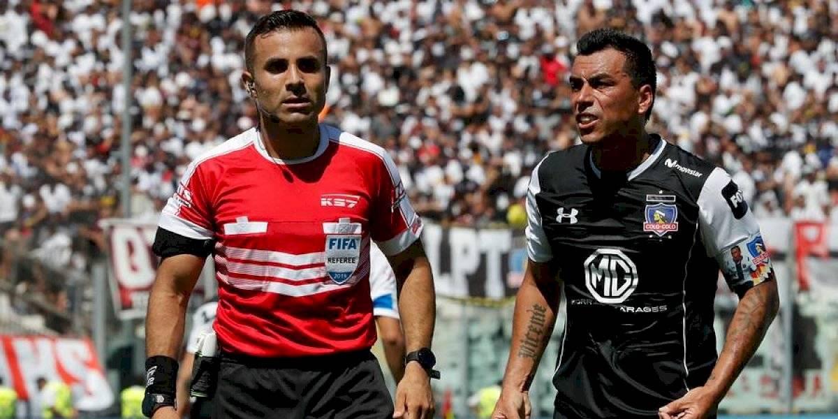 ¡Están los pitos! Piero Maza impartirá justicia en cancha y Eduardo Gamboa en el VAR para el Colo Colo-UC
