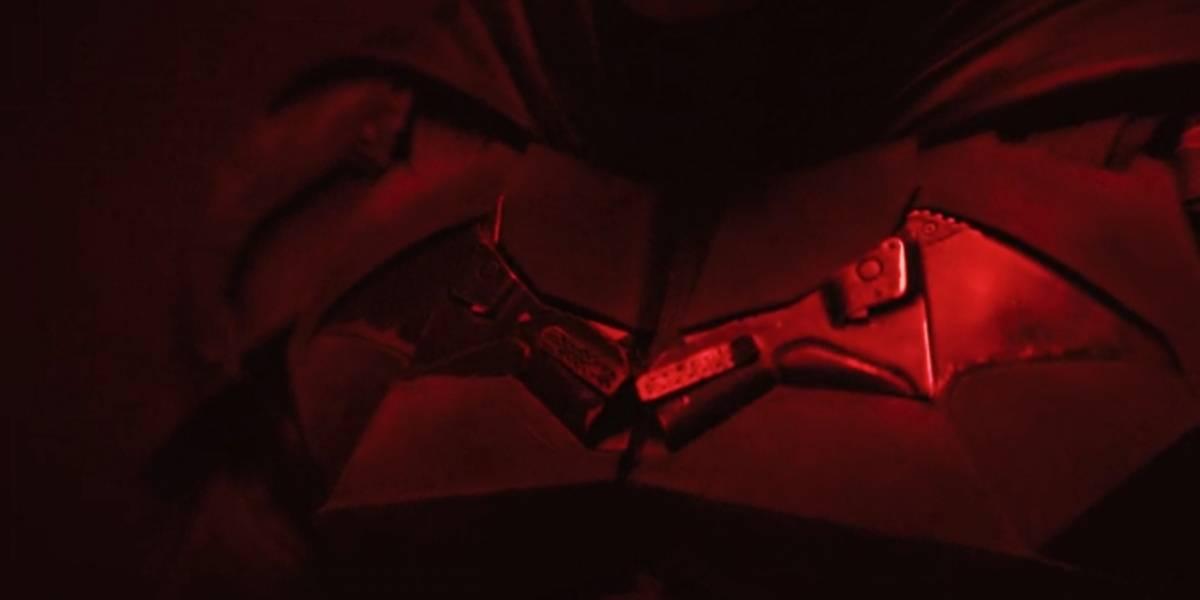 Batman: Matt Reeves presenta a Robert Pattinson vestido del Caballero de la Noche