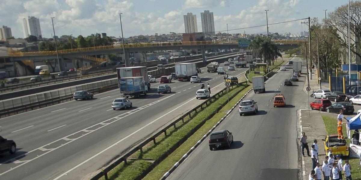 Rodovia Presidente Dutra tem trânsito lento após acidente