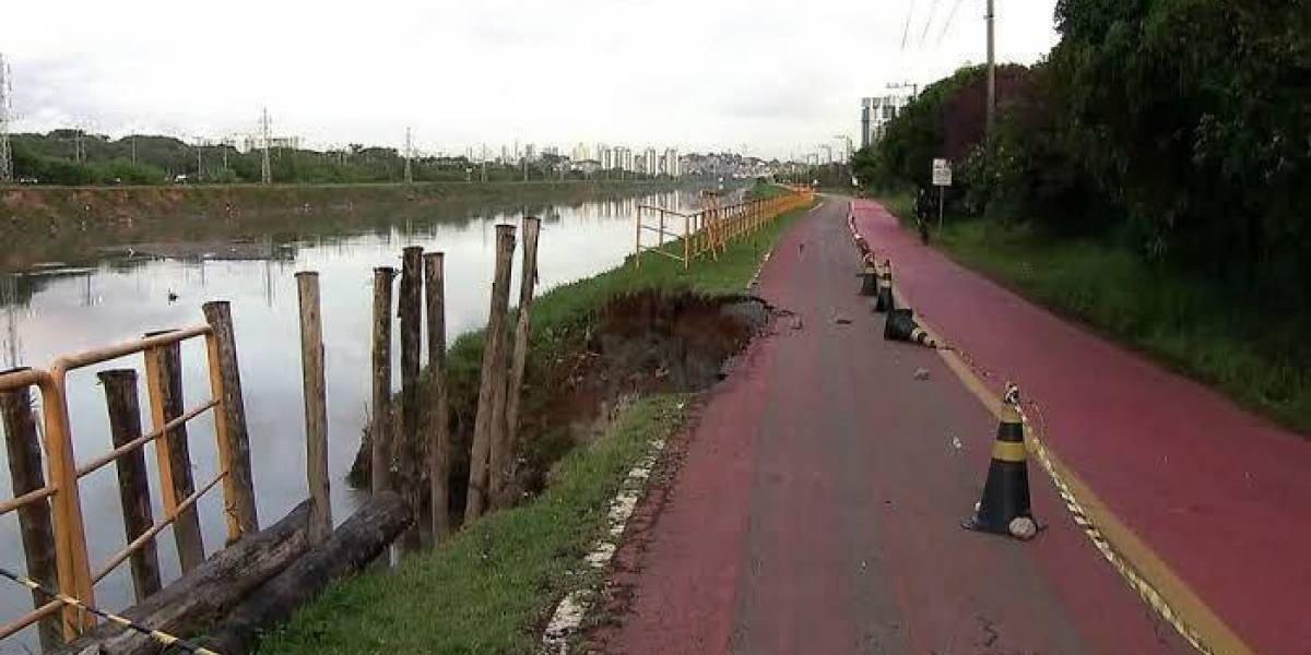 Ciclovia da marginal Pinheiros é interditada após fortes chuvas